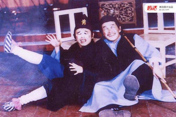 赵本山和潘长江在传统二人转曲目《大观灯》里的扮相