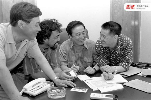 赵本山与自己公司的元老们