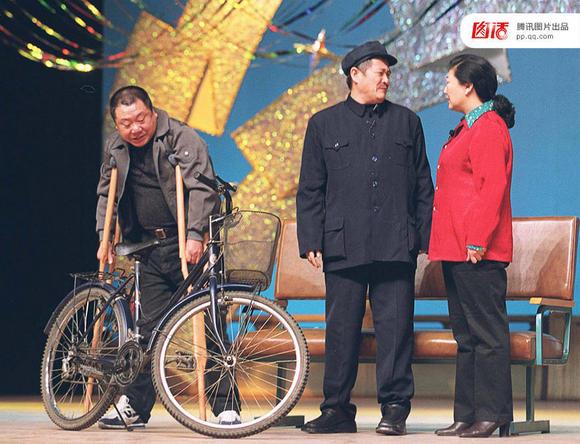 2001年春晚,赵本山《卖拐》演出照